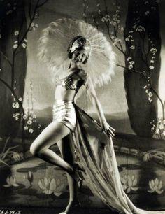 Thirties Hollywood starlet Doris Hill in costume