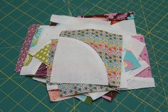 Tutorial: Quilting curves - The Drunkards Path - charm square tutorial. No need to buy special rulers or templates