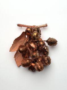 Daily Delicious by Gesine Hackenberg: grape brooch copper - guest star gioielli in Fermento 2016