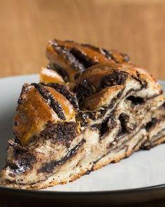 Chocolate Braided Swirl Bread (Babka) Recipe by Tasty - Dessert Bread Recipes Just Desserts, Delicious Desserts, Dessert Recipes, Yummy Food, Chocolate Babka, Chocolate Butter, Chocolate Swirl Bread Recipe, Chocolate Croissants, Chocolate Filling
