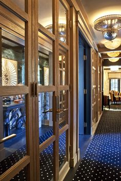 Kelly Wearstler Residential Built Ins Mirrored Wall Panels Closet Hallway Arched Doors, Entry Hallway, Kelly Wearstler, Contemporary Interior Design, Thing 1, Luxury Interior, Home Decor Inspiration, Decoration, Beautiful Homes