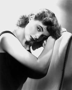 Dorothy McGuire (June 14, 1916 – September 13, 2001), American actress.