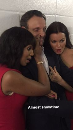 Kerry Washington, Tony Goldwyn and Bellamy Young taking a selfie