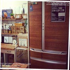 冷蔵庫をリメイク。購入すると高い木目調デザインが100均アイテムで手に入る!