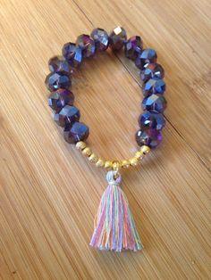 Pulsera de borlas con cuentas iridiscentes por CurlsandTies en Etsy Tassel Bracelet, Tassel Jewelry, Handmade Beaded Jewelry, Bracelet Crafts, Gemstone Bracelets, Handmade Bracelets, Jewelry Crafts, Jewelery, Cute Bracelets