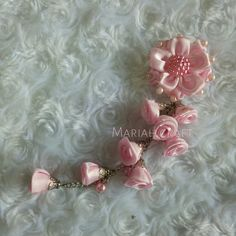 Bros dagu Flower Diy, Flower Crafts, Diy Flowers, Hanging Decorations, Rakhi, Brooch, Floral, Handmade, Jewelry