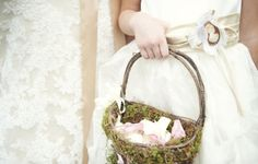 Maid of Honour ring basket with flowers