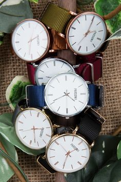 So many different ways to wear the Parsonii watch! Mix and match to your mood and outfit. Face and band colors are interchangeable.