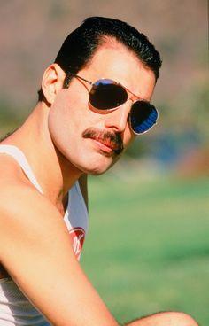 Freddie Mercury - died age Lead singer of Queen, music dept, composer Rock And Roll, Pop Rock, John Deacon, Janis Joplin, Queen Rock Band, Roger Taylor, British Rock, Queen Freddie Mercury, Madison Square Garden