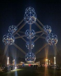 #België, #Brussel: Feestelijk verlicht #Atomium.