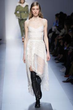 La robe asymétrique d'Ermanno Scervino