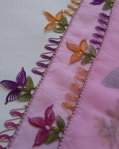 Der Neuen Besten : 38 Easy Needle Lace-modellen waar u dol op zult zijn Crochet Cushion Cover, Crochet Cushions, Crochet Flower Tutorial, Cross Stitch Tree, Needle Lace, Lace Making, Crochet Videos, Helly Hansen, Easy Sewing Projects