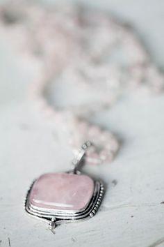 Halskette Durbala mit Rosenquarz von Soul of Maia