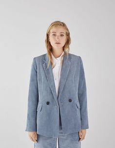 a86d519644b0 Που θα βρεις τα πιο μοντέρνα κοστούμια σαν αυτό της Μπέτυ Μαγγίρα - JoyTV  Boyfriend Blazer