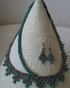 ruseym's media statistics and analyticsThis Pin was discovered by LinHandmade beaded bracelet and nFree pattern for neckla Beaded Necklace Patterns, Lace Necklace, Seed Bead Necklace, Seed Bead Jewelry, Bead Earrings, Beaded Bracelets, Necklaces, Gold Earrings Designs, Necklace Designs