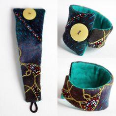 Armband i ull Jewelry Crafts, Jewelry Art, Handmade Jewelry, Jewelry Design, Boho Jewelry, Textile Jewelry, Fabric Jewelry, Metal Jewelry, Diy Gifts To Make