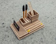 Having my desk more in order makes me feel more productive - how about you? Use one of these ideas for a DIY desk organizer to help keep you in line. #DiyHomeDecor #DeskOffice #StorageIdeas