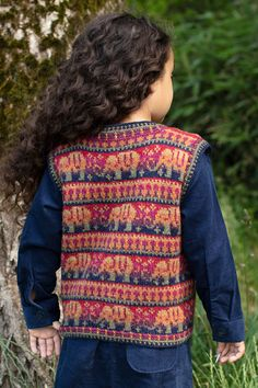Elephants waistcoat hand knitwear design from the book The Children's Collection by Alice Starmore Waistcoat Designs, Cotton Thread, Baby Blankets, Little People, Wool Yarn, Elephants, Color Change, Underarm, Swatch