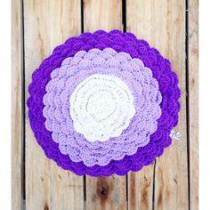 Almohadón flower violeta, $300 en https://ofeliafeliz.com.ar
