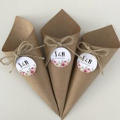 Carta Kraft - Lilly is Love Diy And Crafts, Crafts For Kids, Winter Wedding Decorations, Paper Cones, Wedding Gifts For Guests, Diy Blog, Wedding Confetti, Wedding Paper, Wedding Rice