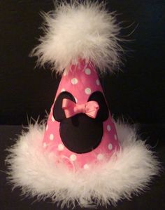 minnie birthday hat W Minnie Mouse 1st Birthday, Minnie Mouse Party, Mickey Minnie Mouse, 1st Birthday Girls, Mouse Parties, Diy Birthday, 2nd Birthday Parties, Birthday Hats, Birthday Ideas