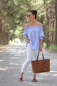 Consigue un look sencillo pero muy chic con esta fabulosa idea de camisa azul y pitillos blancos.