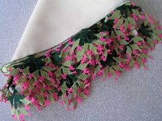 A head scarf edged with small beads and 'tığ oyası' (Turkish crochet lace). Brazilian Embroidery, Needle Lace, Lace Flowers, Crochet Lace, Handicraft, Shawl, Handmade, Crafts, Beautiful