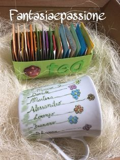 Fantasia e Passione: L'ora del the....un pensiero per le insegnanti di quinta!!! Back To School Gifts For Teachers, Blessing Bags, Going Away Gifts, Painted Plates, Teachers' Day, Mother And Father, Kids And Parenting, Halloween Crafts, Diy For Kids