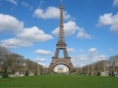 Paris is the capital of France, and, also a romantic city. The museums and the interesting constructions with an extraordinary architecture offer you an amazing scenery where you can enjoy your holiday #SEO