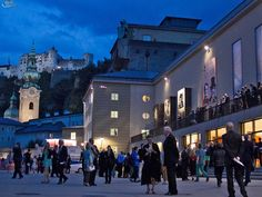 Salzburger Festspiele - Festspielhaus  ~  Stand schon so oft auf diesem Platz; es herrscht ein spannendes Gefühl vor jeder Aufführung!
