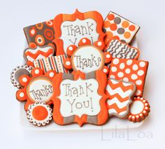 All the cookie decorating tutorials, tips, recipes and color help you need to make easy and fun decorated sugar cookies! Thanksgiving Cookies, Fall Cookies, Iced Cookies, Cute Cookies, Sugar Cookies, Frosted Cookies, Orange Cookies, Cookie Frosting, Royal Icing Cookies