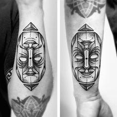 """266 curtidas, 14 comentários - Léo Marsiglia (@leo_marsiglia) no Instagram: """"Rosto feito com referência de Scott Kim. Obrigado Mário! #ink  #dotwork  #tattoo #blackworkers…"""""""
