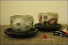 和風手繪白色山茶花抹茶杯,日式茶杯,煎茶杯+木質大杯墊(茶托)/杯子尺寸:H7.2×ø10cm /材質:陶磁  ★售價NT$780元★郵資65元