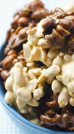 Black & White Peanut Chocolate Clusters~ Quick and easy recipe for really addictive snacks-sweet and salty chocolate peanuts candies. Candy Recipes, Sweet Recipes, Dessert Recipes, Just Desserts, Delicious Desserts, Yummy Food, Cupcakes, Chocolate Clusters, Peanut Clusters