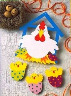 Kura z pisankami Easter Activities, Spring Activities, Art Activities, Mothers Day Crafts For Kids, Easter Crafts For Kids, Decoration Creche, Chicken Crafts, Diy And Crafts, Paper Crafts