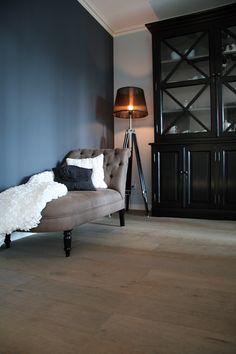 Verhaag Interieur is in Limburg verkooppunt van de mooie matte muurverf van het franse merk Ressource Peintures. Info en advies : www.verhaaginterieuradvies.nl