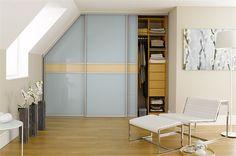Begehbarer Kleiderschrank Dachschräge - Installation Durch passende Adapter können Sie Ihren begehbaren Kleiderschrank in dieser Dachschräge selber bauen!
