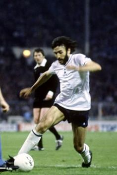 Ricky Villa Tottenham Hotspur Players, Match Of The Day, Spurs Fans, White Hart Lane, Vintage Football, North London, Football Players, Buses, Sons