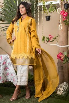 Exquisite Luxury Pret 2017 | Sana Abbas