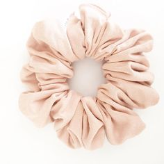 We have brought in a new nude as our last was so popular. This nude is a bit more of a nude blush. This colour is amazing and goes with everything! This nude is apart of our neutral collection. Nude is an easy staple and looks good with every hair colour. Our chelsea king scrunchie is extremely versatile, the hairstyle possibilities are endless. And of course it is a perfect accessory to the famous topknot. A diameter of approximately 2 inches. We have taken careful consideration when…