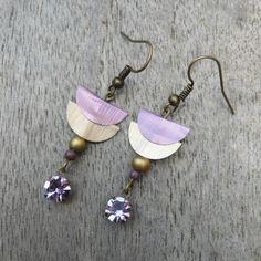 """BO """"The Strass"""" capsules or et mauve, perles et strass : Boucles d'oreille par pipit-farlouse"""