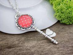 Piros fehér pöttyös kulcs ezüst színű üveglencsés nyaklánc