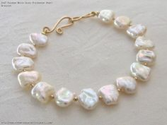 A pearl necklace is such a classic piece of jewelry that it works for almost any occasion. Pearls have an effortless elegance about them and can be dressed up or dressed down. Freshwater Pearl Bracelet, Pearl Jewelry, Bridal Jewelry, Beaded Jewelry, Jewelery, Jewelry Bracelets, Handmade Jewelry, Beaded Necklace, Beaded Bracelets