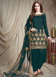 Punjabi Suits and Dresses Online : Latest Patiala Suit Design for Party Latest Salwar Suits, Salwar Suits Pakistani, Pakistani Bridal Wear, Pakistani Dress Design, Punjabi Suits, Pakistani Dresses, Indian Dresses, Indian Outfits, Patiyala Suit
