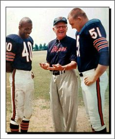 Chicago Bears Round Draft chooses in Gale Sayers & Dick Butkus with George Halas. Bears Football, Nfl Chicago Bears, Football Boys, Football Memes, Sports Memes, Football Players, 49ers Players, College Football, Baseball