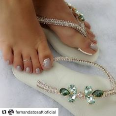 #Repost @fernandatosattioficial  Unhas feitas e havaianas personalizadas. Cai bem sempre..chinelos ✅ @estilolilianeoliver e ela envia para todo o Brasil e exterior 👣❤😍 #nailtech #create #creativity #lovenails #lovewhatyoudo #nailart #instanails #beauty #pretty #nailsdid #selftaught #instanails #nailartist  #teamfeet #feetgirls  #feetstagram #feets  #pesdobrasil #pezinhos #pesdeprincesas #instafeetlover #perfectfeet  #girlsfeet  #belospezinhosfemininos #pies #havaianas #feet… Bridal Flip Flops, Decorating Flip Flops, Beaded Shoes, Bling Shoes, Shoes Sandals, Flats, Strike A Pose, Bead Crafts, Slippers