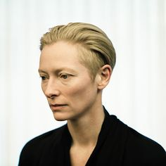 Tilda Swinton - first female in my The Face board! :) she truly is an amazing actrice! Tilda Swinton, British Actresses, Actors & Actresses, Tv Movie, Movies, Androgynous Look, Androgynous People, Silver Grey Hair, Her Cut