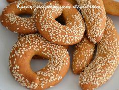 Για μικρά και μεγάλα παιδιά!   Φαίνεται πως ποτέ δεν θα είναι αρκετές οι συνταγές για λαδοκούλουρα που έχω στο τετράδιό μου. Όλο και κάποια καινούρια εμφανίζεται για να συμπληρώσει τη σ… Greek Sweets, Greek Desserts, Greek Recipes, Tree Branch Decor, Bagel, Doughnut, Food And Drink, Bread, Cookies