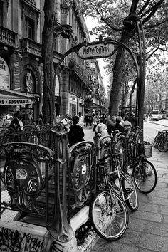The art nouveau metro entrance Great Places, Beautiful Places, Art Nouveau, Metro Paris, Paris Art, France, Black And White Pictures, French Art, Art Pictures