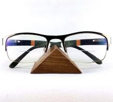 This eyeglass holder has been hand-made of solid wood, one of the woods designed for durability and light weight. Diy Necklace Display Stand, Earring Display Stands, Jewellery Display, Sunglasses Organizer, Wooden Tool Boxes, Jewelry Drawer, Jewelry Holder, Craft Show Displays, Display Ideas